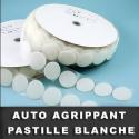 Pastille auto agrippante adhésive blanche